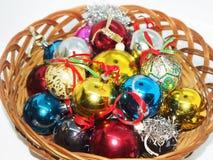 La Navidad adorna listo para colgar en un árbol de navidad foto de archivo