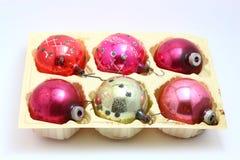 La Navidad antigua clasificó los ornamentos fijados Foto de archivo
