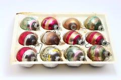La Navidad antigua clasificó los ornamentos rayados fijados Foto de archivo
