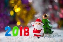 La Navidad apoya decoraciones en el fondo w del campo de nieve de la Navidad Foto de archivo