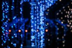 La Navidad azul del mery del bokeh de la guirnalda del juguete de la Navidad Fotos de archivo