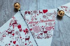 La Navidad Bolas del oro Banderas de la Navidad Foto de archivo