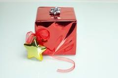 La Navidad brillante de la caja de regalo foto de archivo libre de regalías