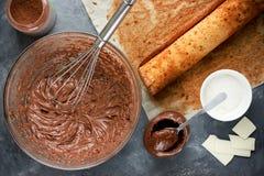 La Navidad Bush de Noel - cookin hecho en casa de la torta del registro de yule del chocolate Imagenes de archivo