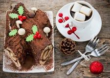 La Navidad Bush de Noel - torta hecha en casa del registro de yule del chocolate, Chri Fotografía de archivo
