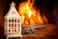 La Navidad cerca de la chimenea Foto de archivo libre de regalías