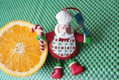 La Navidad - cocinero verde Santa Claus del fondo, anaranjado y divertido Foto de archivo