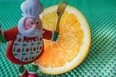 La Navidad - cocinero verde Santa Claus del fondo, anaranjado y divertido Fotografía de archivo