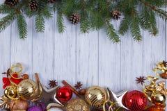 La Navidad, composición de los días de fiesta del Año Nuevo con las decoraciones, conos Imagenes de archivo