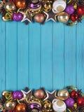 La Navidad, composición de los días de fiesta del Año Nuevo de decoraciones y baub Fotos de archivo