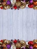 La Navidad, composición de los días de fiesta del Año Nuevo de decoraciones y baub Imagenes de archivo