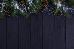 La Navidad, composición de los días de fiesta del Año Nuevo del tre nevado del abeto Imágenes de archivo libres de regalías