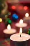 La Navidad con luz de una vela Imagenes de archivo