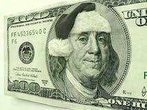 La Navidad de Ben Franklin Wearing Santa Hat For en este cientos billetes de dólar Fotos de archivo libres de regalías