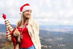 La Navidad de la Navidad en julio en montañas azules imagen de archivo libre de regalías
