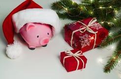 La Navidad de la hucha para sus regalos grandes de la compra imagenes de archivo
