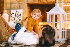 La Navidad de la madre y del hijo imagen de archivo libre de regalías