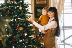 La Navidad de la madre y del hijo foto de archivo libre de regalías
