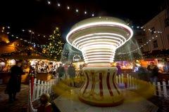 La Navidad de la visita de la gente justa en ciudad vieja Imágenes de archivo libres de regalías