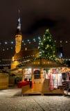 La Navidad de la visita de la gente justa en ciudad vieja Fotos de archivo