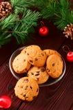 La Navidad de las galletas de microprocesador de chocolate imágenes de archivo libres de regalías
