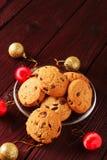 La Navidad de las galletas de microprocesador de chocolate foto de archivo