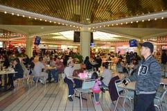 La Navidad de Los Ángeles Foodcourt de la plaza de Koreatown Foto de archivo