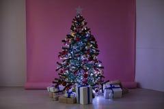 La Navidad de los regalos del árbol de navidad de las decoraciones de la Navidad Fotos de archivo libres de regalías