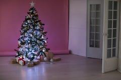 La Navidad de los regalos del árbol de navidad de las decoraciones de la Navidad Fotografía de archivo