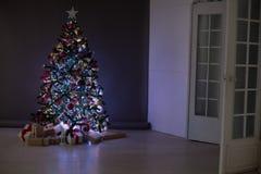 La Navidad de los regalos del árbol de navidad de las decoraciones de la Navidad Imagenes de archivo