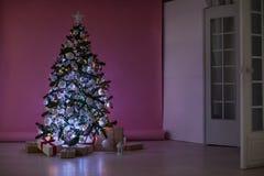 La Navidad de los regalos del árbol de navidad de las decoraciones de la Navidad Foto de archivo libre de regalías