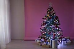 La Navidad de los regalos del árbol de navidad de las decoraciones de la Navidad Imagen de archivo