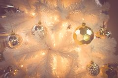 La Navidad de oro y blanca Fotografía de archivo libre de regalías