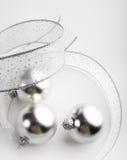 La Navidad de plata adorna el fondo Foto de archivo libre de regalías