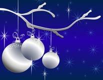 La Navidad de plata colgante adorna la tarjeta Imágenes de archivo libres de regalías