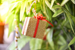 La Navidad del Año Nuevo de la caja de regalo Foto de archivo