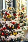 La Navidad del Año Nuevo de la nieve del árbol juega el invierno de Moscú Foto de archivo libre de regalías