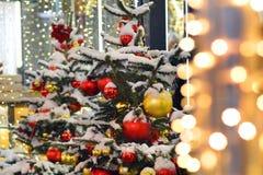 La Navidad del Año Nuevo de la nieve del árbol juega el invierno de Moscú Imágenes de archivo libres de regalías