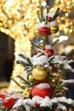La Navidad del Año Nuevo de la nieve del árbol juega el invierno santa de Moscú Fotos de archivo libres de regalías