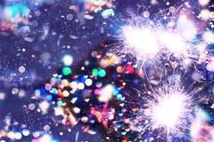 La Navidad del Año Nuevo Fondo abstracto, bokeh, luces de Bengala, chispas Fotos de archivo libres de regalías