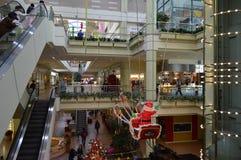 La Navidad del atrio de Los Ángeles de la plaza de Koreatown Imagenes de archivo