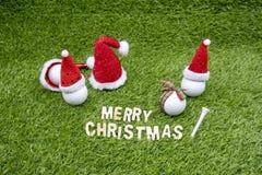 La Navidad del golf con la pelota de golf y la decoración de la Navidad fotos de archivo libres de regalías