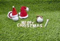 La Navidad del golf con la pelota de golf y la decoración de la Navidad imagenes de archivo