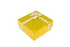 La Navidad del oro y caja de regalo importante del festival Fotos de archivo libres de regalías