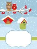 La Navidad del vector y plantilla de la tarjeta del Año Nuevo con los búhos y las pajareras en fondo de la nieve stock de ilustración