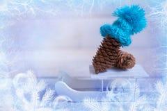La Navidad: el terrón en el sombrero azul, decoración para la Navidad tr Fotos de archivo