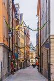 La Navidad en Estocolmo Calles festivas de la ciudad vieja de la acción Imagen de archivo libre de regalías