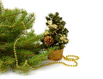 La Navidad en la oficina Árbol de navidad adornado Foto de archivo libre de regalías