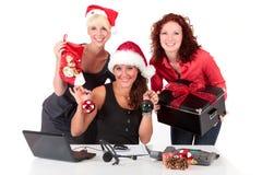 La Navidad en la oficina. Imagen de archivo libre de regalías