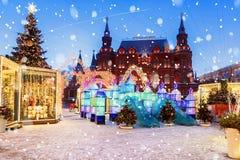 La Navidad en Moscú Cuadrado de Manezhnaya adornado para la Navidad i Imagenes de archivo